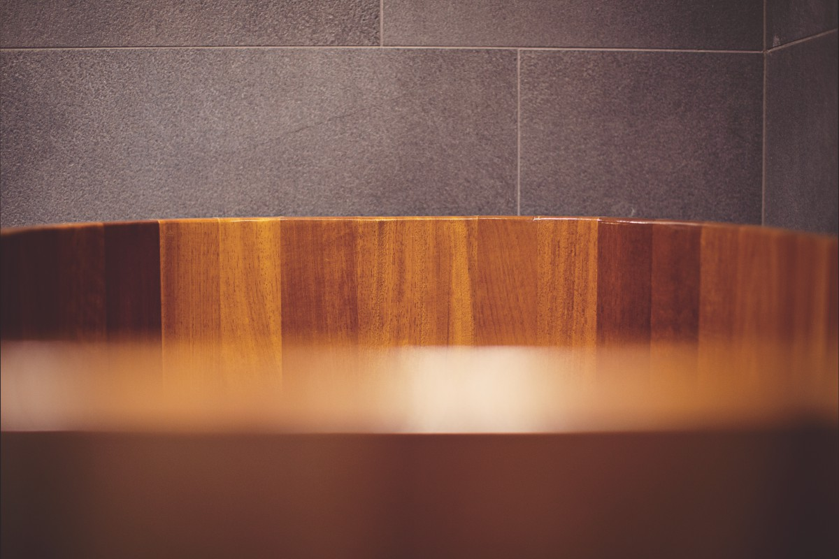 Tree bathtub